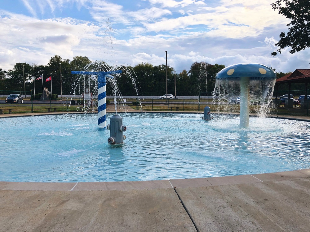mushroom and fire hydrant shaped fountains at wading/splash pool at Don Fox Community Park in Lebanon, TN